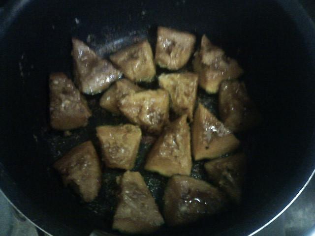 「鶏肉のカレー唐揚とかぼちゃの照り焼きとナスの味噌チーズと生姜ご飯」♪_b0137453_1949504.jpg