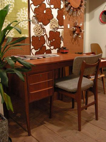 Desk (DENMARK)_c0139773_19264914.jpg