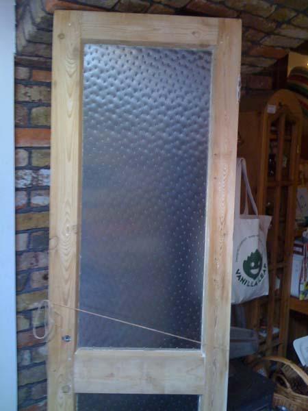 フェミニンな型板ガラス_e0074935_16595859.jpg