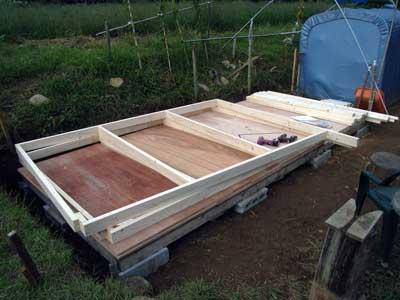 畑に物置小屋が出来るまで 5_c0063348_6325777.jpg