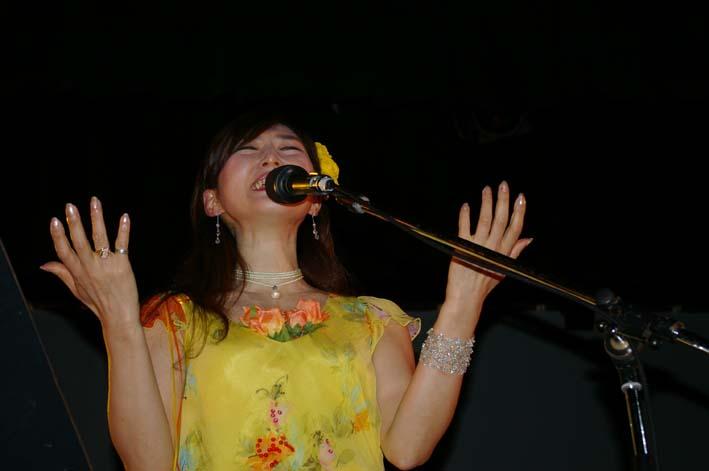 盧佳世 at 四谷コタン&「花よりお酒」コンサート at 荒とよ _c0014967_17355463.jpg