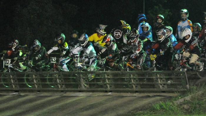 2008緑山ジャパンオープンナイトレースVOL14:ミルキー8、9、ジュニアクラス決勝_b0065730_2154265.jpg