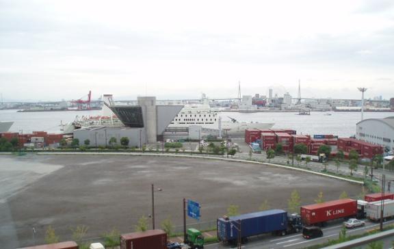 朝の、国際フェリーターミナル_b0104092_19553.jpg