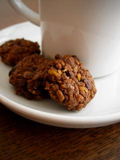 有機シリアルとチョコチップのザクザククッキー(ココアとシナモン)_c0110869_22102471.jpg