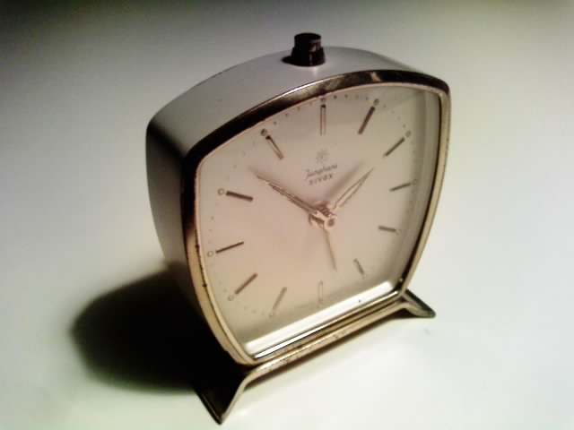 Junghans(ユンハンス)の目覚まし時計_e0146210_193219.jpg
