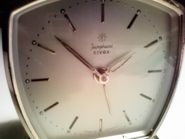 Junghans(ユンハンス)の目覚まし時計_e0146210_195720.jpg