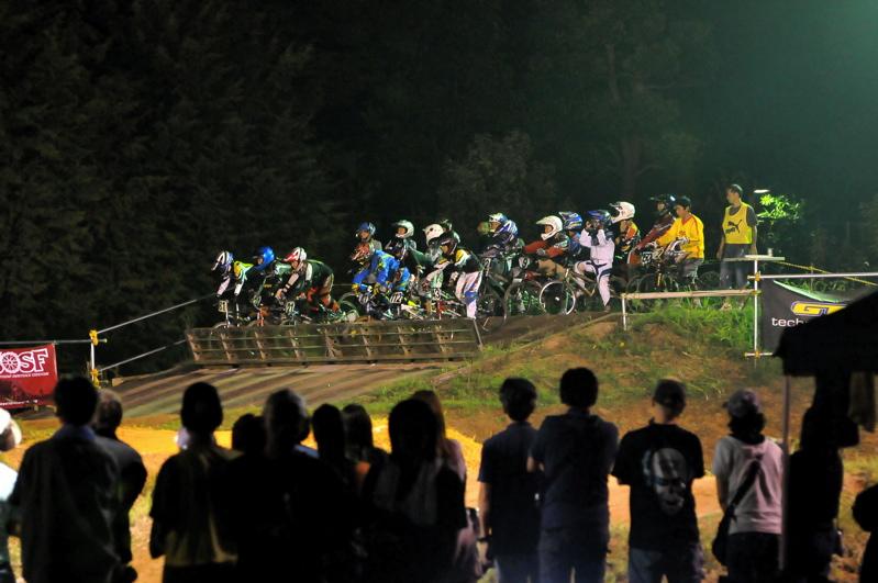 2008緑山ジャパンオープンナイトレース最終回:コース外の風景_b0065730_10242535.jpg