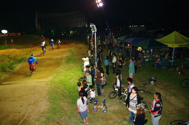 2008緑山ジャパンオープンナイトレース最終回:コース外の風景_b0065730_10301030.jpg