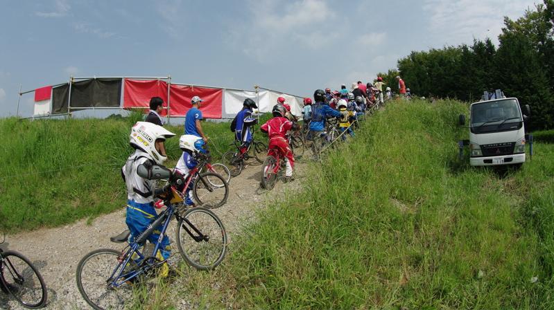 2008緑山ジャパンオープンナイトレース最終回:コース外の風景_b0065730_9385482.jpg