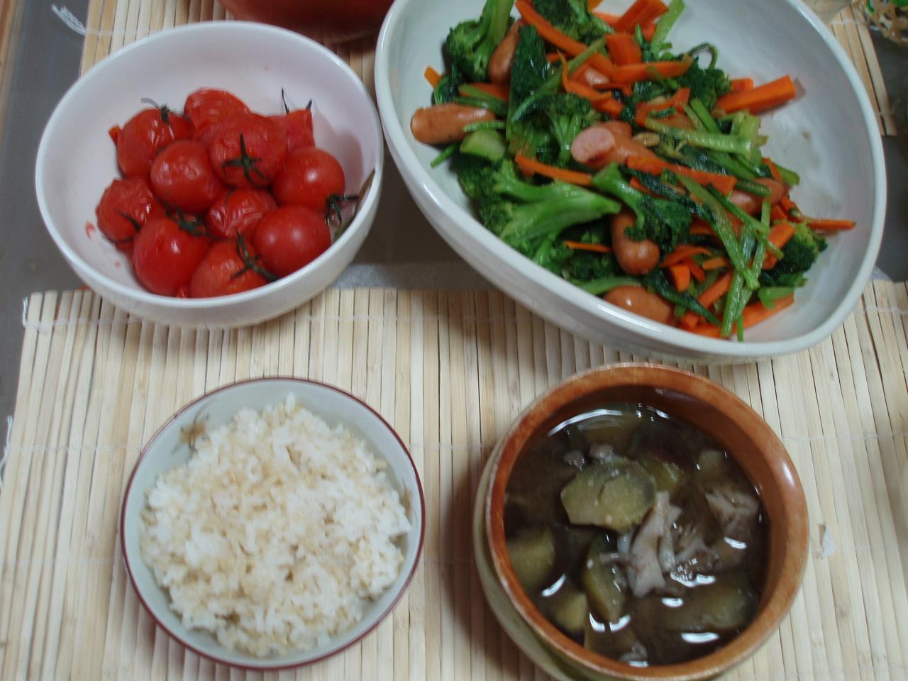「栄養たっぷり中華風野菜炒めとプチトマトのローリエ煮」♪_b0137453_14591993.jpg