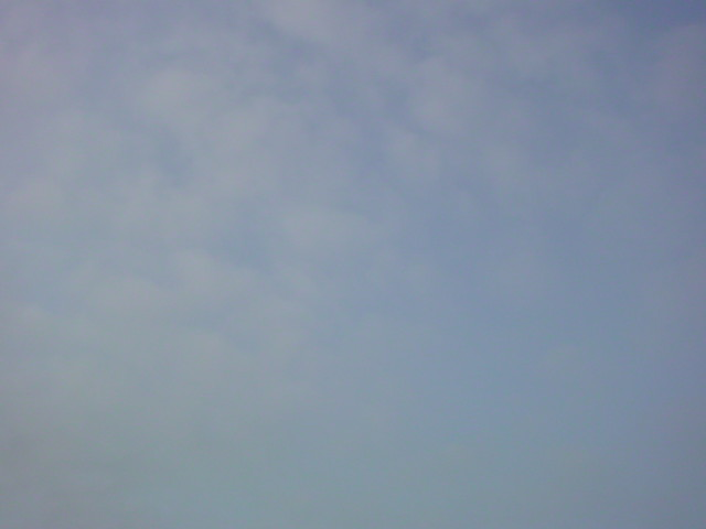 曇り空の博多!今日も蒸し暑くなりそうです!!_e0051174_7452425.jpg