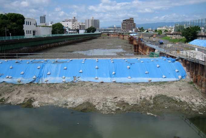 川の流れ_b0057679_8182967.jpg