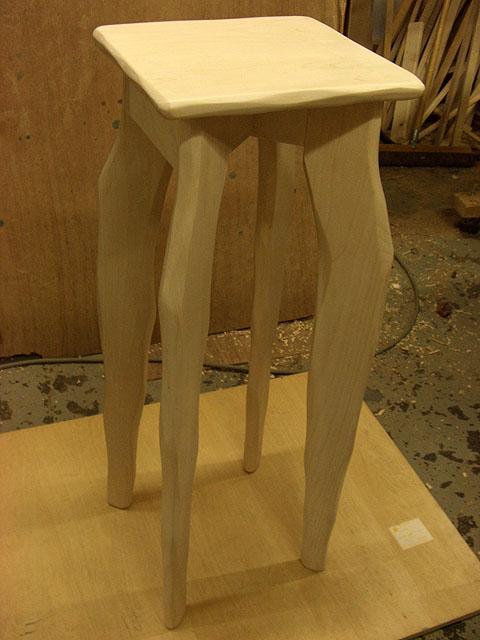 ローテーブル・大ねこ飾り棚・花台・子ねこ椅子_e0072513_8241543.jpg