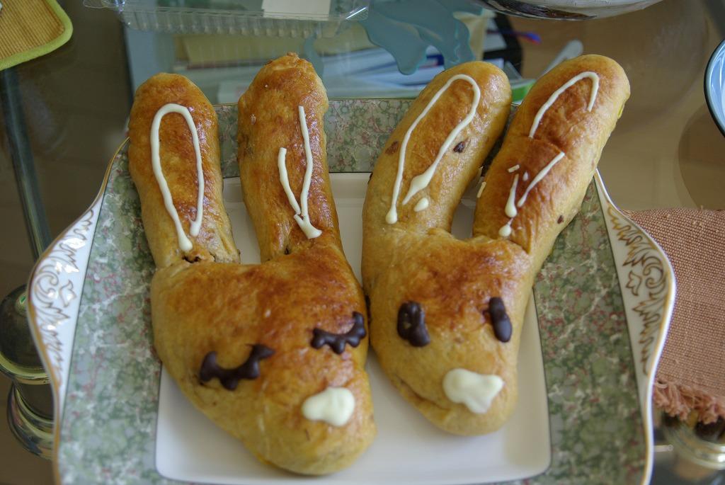 ウサギ君、本物のパンになる&土偶_a0107184_13203666.jpg