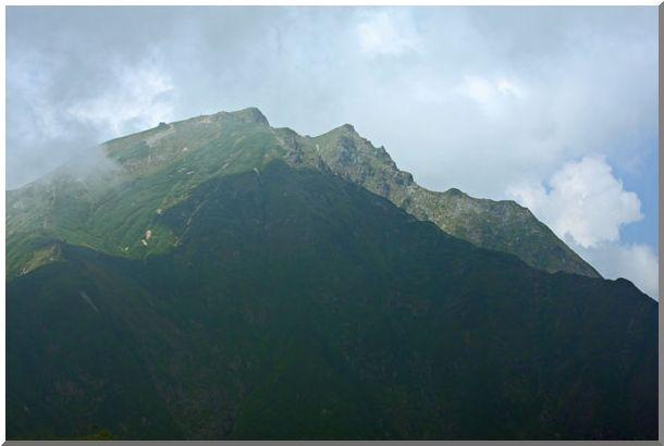 谷川岳頂上のアップ(周辺の山岳)_d0123528_1645347.jpg