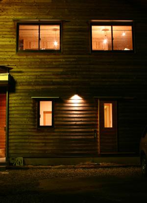 夜の外壁_d0082238_2341339.jpg
