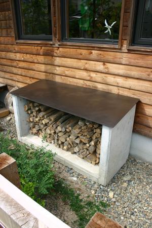 薪置き台に薪が入った_d0082238_2348258.jpg