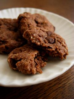 おからでしっとりチョコチップクッキー_c0110869_22151628.jpg