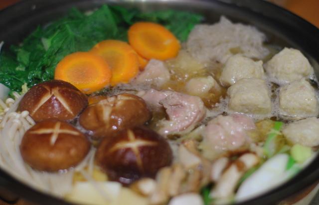 鶏肉と鶏団子のお鍋_f0179404_2130271.jpg