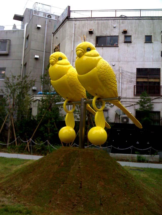 赤坂に巨大インコ来襲!椿昇@赤坂アートフラワー2008 #art #artweet #contemporaryart #artist _b0074921_438267.jpg