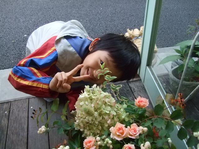 オークリーフ(色づいた秋アジサイと薔薇のアレンジメント)_f0049672_18231529.jpg