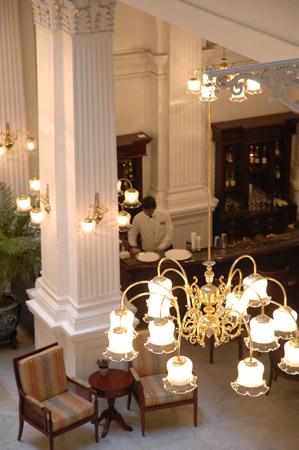 シンガポール、ラッフルズ・ホテルと旅人の木_b0053082_1512768.jpg