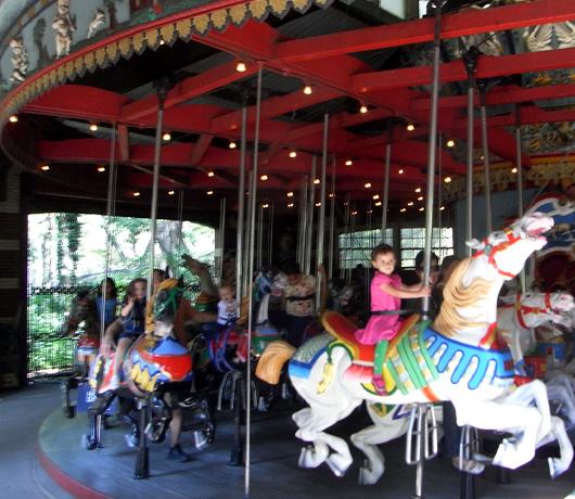 セントラルパークにあるメリーゴーランド Carousel_b0007805_21452093.jpg