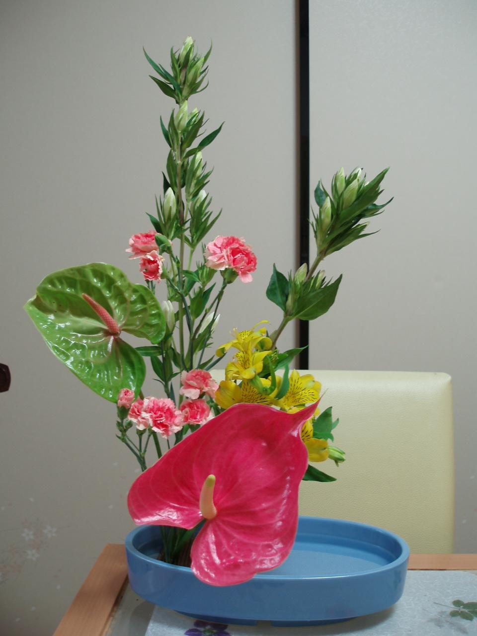 練習花♪「リンドウとアンスリウム」で明るいお花♪_b0137453_1838957.jpg