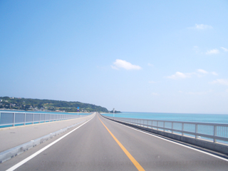 沖縄絶景ドライブスポット、古宇利大橋_b0054054_12585691.jpg