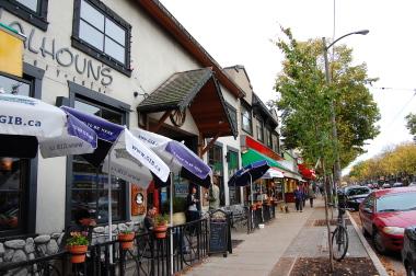 キツラノの学生街の喫茶店 「CALHOUN\'S」_d0129786_13461218.jpg