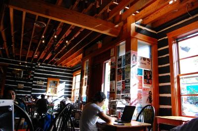 キツラノの学生街の喫茶店 「CALHOUN\'S」_d0129786_13541962.jpg
