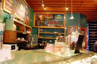 キツラノの学生街の喫茶店 「CALHOUN\'S」_d0129786_1425445.jpg