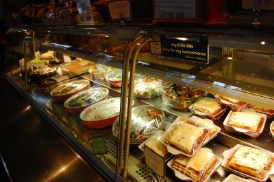 キツラノの学生街の喫茶店 「CALHOUN\'S」_d0129786_14345747.jpg