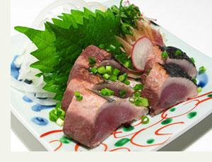 玄界灘のアジサバで育った私にとって、カツオ・マグロはあまり馴染み深い魚... カツオのタタキをつ