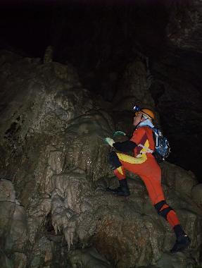 旅ゆかば⑯ 洞窟好きである_e0077899_4113113.jpg