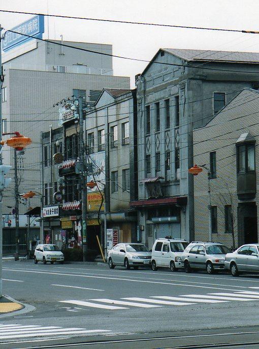 函館銀座通り・レトロ建築コレクション(その4、金子商店、旧対馬理容店)_f0142606_2210912.jpg