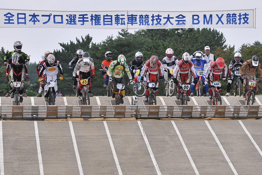 第55回全日本プロ選手権自転車競技大会BMX競技INひたち:全クラスの予選その2_b0065730_76845.jpg