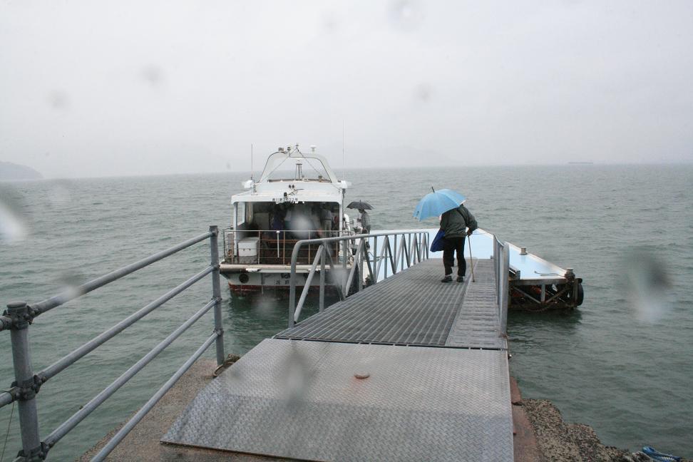 「男はつらいよ」ロケ地 ・琴島                    志々島は「雨のち曇りのち晴れ」_a0107574_0175956.jpg