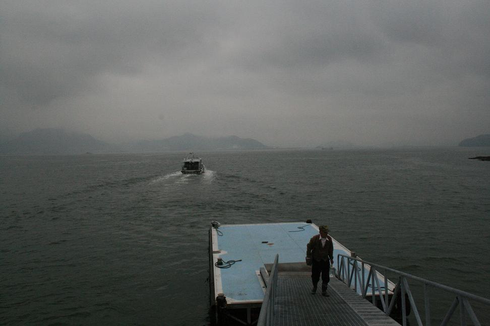 「男はつらいよ」ロケ地 ・琴島                    志々島は「雨のち曇りのち晴れ」_a0107574_0181112.jpg