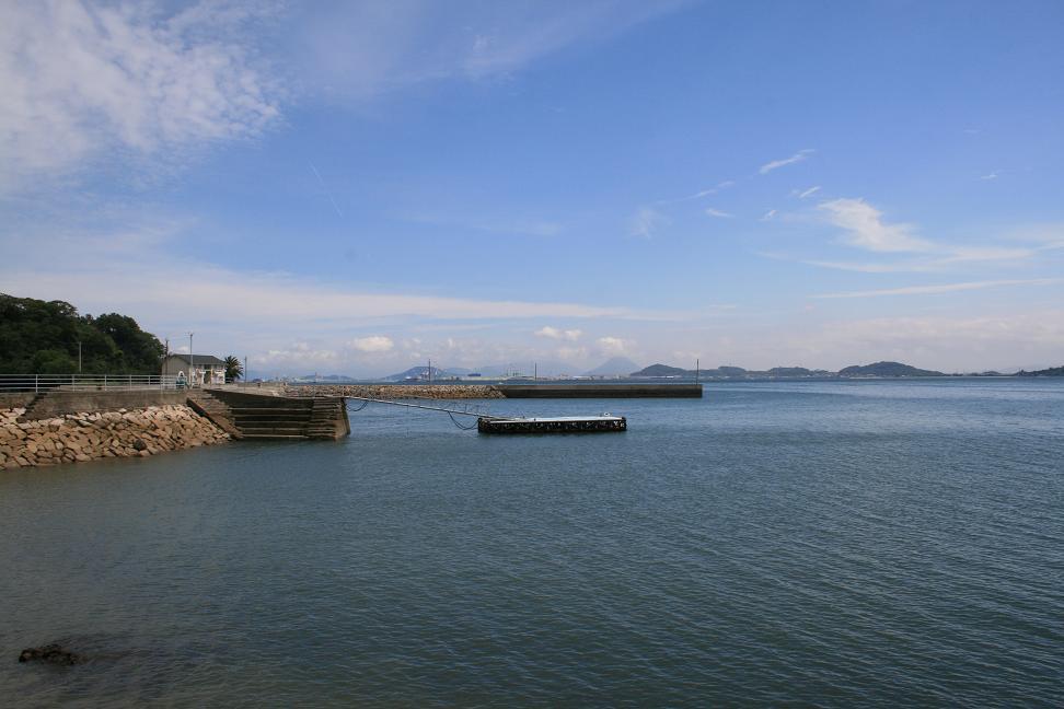 「男はつらいよ」ロケ地 ・琴島                    志々島は「雨のち曇りのち晴れ」_a0107574_0184471.jpg