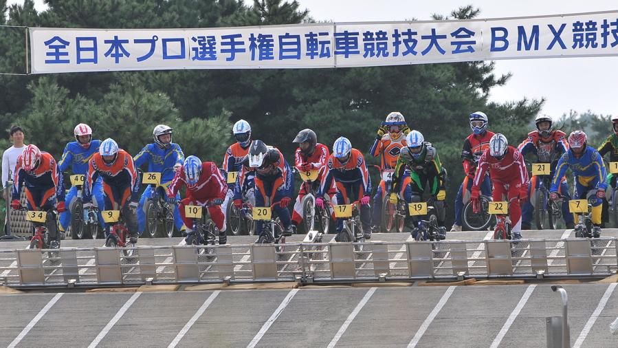 第55回全日本プロ選手権自転車競技大会BMX競技INひたち:全プロクラス準々決勝〜準決勝_b0065730_702778.jpg