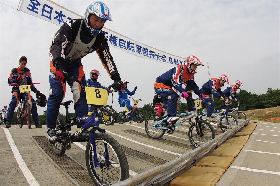 第55回全日本プロ選手権自転車競技大会BMX競技INひたち:公式練習の風景_b0065730_21591320.jpg