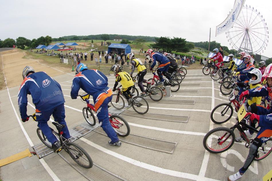 第55回全日本プロ選手権自転車競技大会BMX競技INひたち:公式練習の風景_b0065730_21595192.jpg