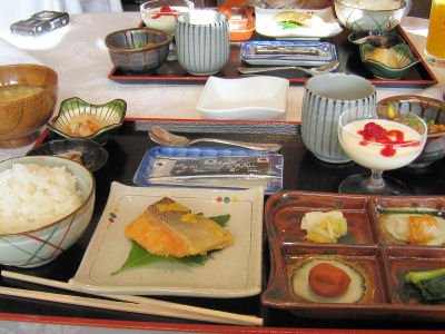 和食朝食(チト寂しい?)