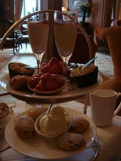 初めての 『Champagne afternoon tea』_a0102784_8254516.jpg