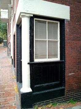 ◆ コーヒーブレイク 街角の窓_e0098739_2237779.jpg