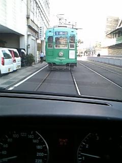 電車にぶつかるぅ〜(笑)_d0052485_17473479.jpg