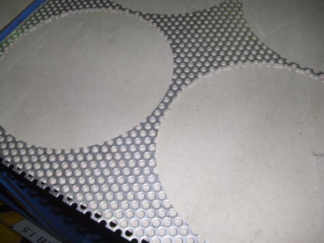 縞板とパンチングメタル_d0085634_18323350.jpg