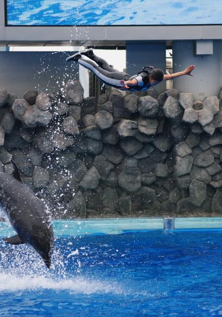 イルカに乗った少女~♪ 名古屋港水族館_d0145934_20443411.jpg
