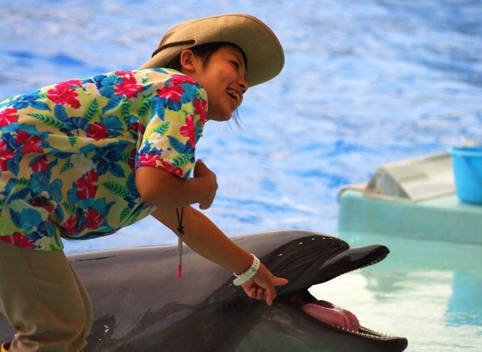 イルカに乗った少女~♪ 名古屋港水族館_d0145934_2045107.jpg